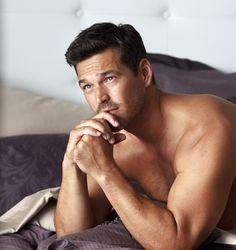 O ator do Playboy Club de 38 anos, Eddie Cibrian