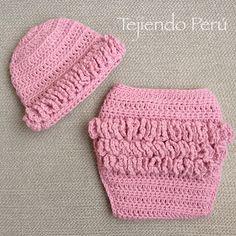 Los bobos u ondas del cobertor de pañales los pusimos en la parte de atrás :) English subtitles: crochet diaper cover and beanie for babies!