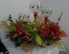 Bello centro de mesa Christmas Candles, Christmas Holidays, Christmas Wreaths, Christmas Crafts, Christmas Ornaments, Christmas Arrangements, Christmas Centerpieces, Easy Holiday Decorations, Christmas Floral Designs