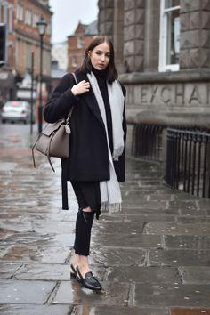 Shot From The Street UK Fashion Blogger Shot From The Street UK Fashion Blogger Celine Belt Bag Taupe Celine Belt Bag Taupe Minimal Winter outfit fashion blogger Minimal Winter outfit fashion blogge