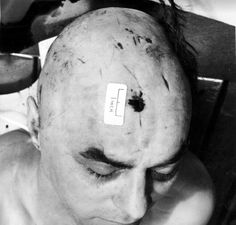 A very dead George Cornell after Ronnie Shot him dead in the Blind Beggar. Cornell called Ronnie a big fat poof.this is the result. Essex Boys, The Krays, Life Of Crime, Hard Men, Night Shift, Back In The Day, Mafia, Blinds