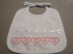 Cross Stitch For Kids, Cross Stitch Baby, Cross Stitch Embroidery, Cross Stitch Patterns, Baby Hands, Christmas Cross, Baby Bibs, Little Babies, Baby Items