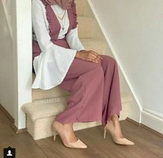 Latest hijab fashion outfits – Just Trendy Girls Modest Fashion Hijab, Modern Hijab Fashion, Casual Hijab Outfit, Hijab Fashion Inspiration, Hijab Chic, Abaya Fashion, Muslim Fashion, Mode Outfits, Fashion Outfits