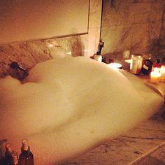 Ari Instatweet: Waching season 1 of S in a coconut oil lavender & vanilla bubble bath.. Sarah Jessica Parker is so cute and amazing #relaxed #happy #somanybubbles lol - @Kathy Davis-Reid Grande- #webstagram