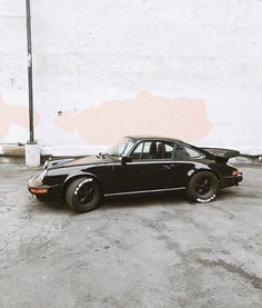 The Porsche 911 is a truly a race car you can drive on the street. It's distinctive Porsche styling is backed up by incredible race car performance. Porsche 911 Classic, Black Porsche, Porsche 356, Chevy Impala, Chevy Camaro, Retro Cars, Vintage Cars, Vintage Porsche, Dream Cars