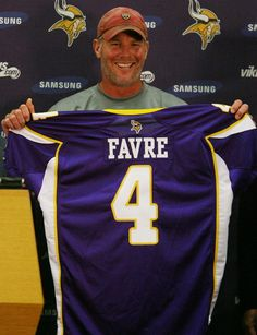 Brett Favre went to the Vikings in 2009 Nfl Vikings, Minnesota Vikings Football, Packers Football, Best Football Team, Football Baby, Football Memes, National Football League, Football Players, Greenbay Packers