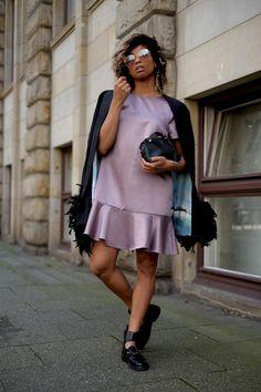 Esgibt diese eine Farbe mit der ich seit Jahren auf dem Kriegsfuß stehe – doch warum? Sie ist nicht einfach zu kombinieren, verträgt sich schwer mit anderen Farben und lässt eine Menge Menschen blass aussehen. Zugeben Lila ist absolut nicht meine Liebslingsfarbe – doch sollte ich ihr eine Chance geben – purple street style. Wir [...]