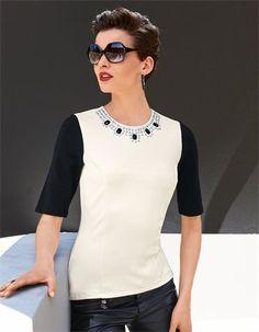 Ins Business oder für die stilbetonte Abendgarderobe: das markante Shirt mit Ziersteinen wirkt durch seine moderne Eleganz.