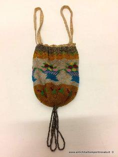 Oggettistica d`epoca - Oggetti vari Antica borsetta a sacchetto con perline colorate - Antica borsetta Vittoriana con perline in vetro Immagine n°1