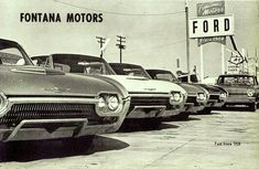 New 1962 Birds on a Ford dealer' lot Used Car Lots, American Classic Cars, Us Cars, Race Cars, Thing 1, Ford Thunderbird, Car Advertising, Car Crash, Car Ford