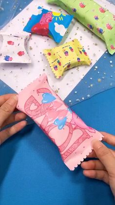 Creative handicraft Cool Paper Crafts, Paper Crafts Origami, Fun Crafts, Crafts For Kids, Preschool Crafts, Diy Crafts Hacks, Diy Crafts For Gifts, Creative Crafts, Diy Arts And Crafts