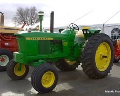 Old John Deere Tractors, Jd Tractors, Vintage Tractors, Vintage Farm, Farm Photography, Hobby Farms, Barns, Farming, Muscle