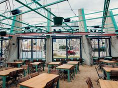 25 best patios in DFW for drinking and dining.LUCK should totally be on this list! Dallas Travel, Texas Travel, Patio Dining, Outdoor Dining, Dining Room, Dallas Restaurants Best, Downtown Fort Worth Restaurants, Bishop Arts District Dallas, Dallas Bars