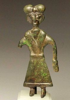 A Northern Iranian bronze Pendant, Amlash region, ca 8th - 6th century BC. گردن اویز برنزی، هنر املش، شمال ایران، حدود ۸۰۰تا ۶۰۰ پیش از میلاد by:Virtual Museum of Iran Art / موزه مجازی هنر ایران (page on facebook).