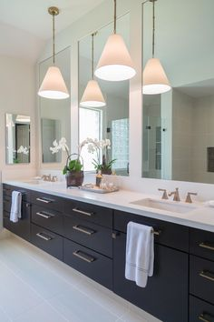 Double Bathroom Vanity Designs Ideas - Have you thought about a double sink bathroom vanity? Right here is best 10 trendy as well as creative double sink vanity designs ideas and images of shower rooms with double sinks. Modern Bathroom Mirrors, Bathroom Vanity Designs, Modern Master Bathroom, Double Sink Bathroom, Bathroom Sink Vanity, Contemporary Bathrooms, Bathroom Interior Design, Double Sinks, Bathroom Ideas