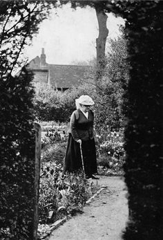 """""""The lesson I have thoroughly learnt, and wish to pass on to others, is to know the enduring happiness that the love of a garden gives.""""    - Gertrude Jekyll"""