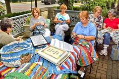 Volunteers Knit Plastic bags into Sleeping Mats for homeless and soldiers. Links to how to make plarn. Plastic Bag Crochet, Plastic Mat, Crochet Mat, Recycled Plastic Bags, Plastic Grocery Bags, Knitting Club, Knitting Yarn, Newspaper Bags, Blessing Bags