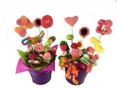 Manualidades para niños de primaria: macetas con flores de chuches
