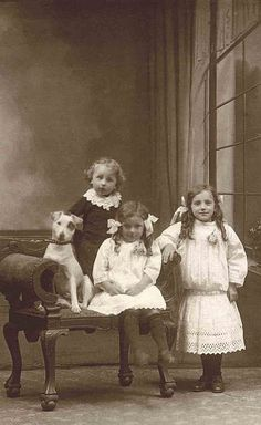 +~+~ Antique Photograph ~+~+ Love the adorable expression on the dog's face as he sits at attention with the children. I agree & look at the little one in the back! Vintage Children Photos, Vintage Pictures, Old Pictures, Vintage Images, Dogs And Kids, Animals For Kids, Portraits Victoriens, Nanny Dog, Jack Russells