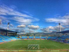 Separados por uma vitória, Avaí e Coritiba duelam para escapar do Z-4 #globoesporte