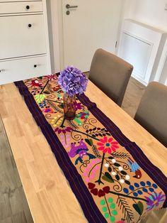 Ein persönlicher Favorit aus meinem Etsy-Shop https://www.etsy.com/de/listing/526727618/mexican-hand-embroidered-table-runner
