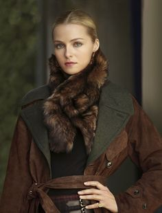 Valentina Zelyaeva in Ralph Lauren -- I don't like the fur, but the coat is dynamite. Moda Chic, Moda Boho, Ralph Lauren Style, Ralph Lauren Black Label, Winter Wear, Autumn Winter Fashion, Valentina Zelyaeva, Estilo Glamour, Look Fashion