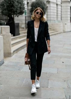 The Best Collection of Womens business casual outfit ideas to wear all season. Work business casual fashion ideas for professional women. Blazer Outfits Casual, Blazer Outfits For Women, Sneaker Outfits Women, Business Casual Outfits For Women, Casual Winter Outfits, Stylish Outfits, Dress Outfits, Spring Outfits, Outfit Summer