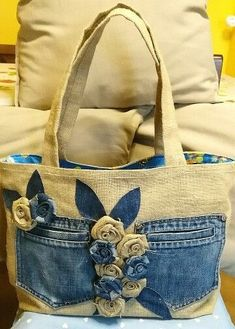 Cute with the jeans pockets! Cute with the jeans pockets!very interesting upcycled denim applique bag by alexandriaLoving this bagThis Pin was discovered by Nan Sacs Tote Bags, Tote Purse, Diy Bags No Sew, Blue Jean Purses, Sewing Jeans, Sewing Diy, Denim Purse, Patchwork Bags, Crazy Patchwork