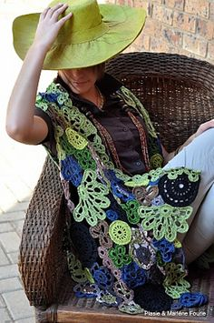 Isn't this vest just absolutely gorgeous? A lady named Marlene from South Africa posted this photo in my Positively Crochet group on Ravelry. I love the colors! It's her own personal pattern & her Ravelry ID is Plasie