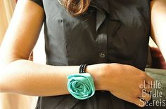 Wonder if I can actually make these fabric flower bracelets???