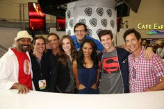 THE FLASH family at the Warner Bros. booth at Comic-Con 2014. From L-R: Series star Jesse L. Martin, executive producer Greg Berlanti, guest star John Wesley Shipp, series star Danielle Panabaker, executive producer Andrew Kreisberg, and series stars Candice Patton, Grant Gustin and Tom Cavanagh. #WBSDCC #theflash