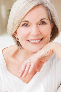 The normal changes of aging are inevitable. But with skin rejuvenation products, facial treatments that don't involve surgery, and hair care products, there are plenty of options for women over 50 who want . Beauty Tips For Women, Natural Beauty Tips, Health Lessons, Health Tips, Aesthetic Doctor, Funny Health Quotes, Elderly Care, Healthy People 2020 Goals, Healthy Options