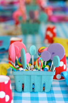 Love this DIY table decoration for a Lalaloopsy party