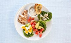 Lunch/Dinner: Epicure's Summer Cobb Salad calories/serving) Yummy Eats, Yummy Food, Epicure Recipes, Quick Side Dishes, Lean Meals, Nutritious Snacks, Calories, Easy Healthy Recipes, Cobb Salad