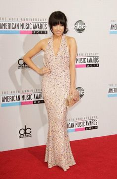 Carly Rae Jepsen arrives on the 2012 American Music Awards red carpet.