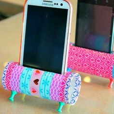 Diy Phone Stand, Toilet Paper Roll, Quilling, Ribbon Crafts, Rolls, Hobbies, Arts And Crafts, Handmade, Creative