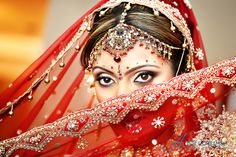 40 Most Beautiful Indian Wedding Photography examples Wedding Poses, Wedding Bride, Wedding Ideas, Red Wedding, Wedding Attire, Party Wedding, Wedding Themes, Bride Groom, Wedding Events