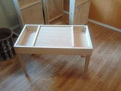 Kids play table (ideal for lego's and other similar toys)