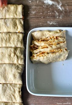 Chlebek piwny, z serowo-musztardowym nadzieniem Healthy Bread Recipes, Healthy Dishes, Cooking Recipes, Good Food, Yummy Food, Aesthetic Food, Food Cravings, Food To Make, Breakfast Recipes