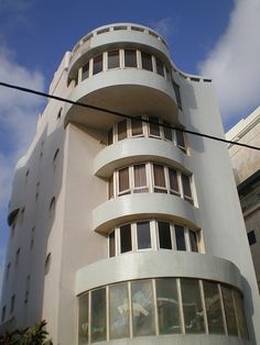Wonderful architecture, a favorite style Amazing Buildings, Amazing Architecture, Modern Architecture, Bauhaus Architecture, Terra Santa, Naher Osten, Tel Aviv Israel, Building Art, White City