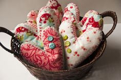 Free pattern for fabric valentines.  Give them away or use them to decorate your house!