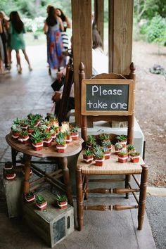 Így is kínálhatod a vendégeid részére az esküvői ajándékot. #esküvő #kövirózsa