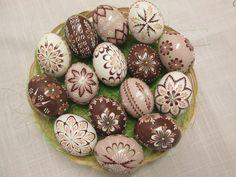 ručné práce   KRASLICE Faberge Eggs, Pet Rocks, Egg Art, Egg Decorating, Easter Eggs, Ornaments, Creative, Christmas, Painting