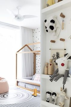 Find more neutral colour bedroom ideas for kids room that are perfect for a gender neutral room décor and design.