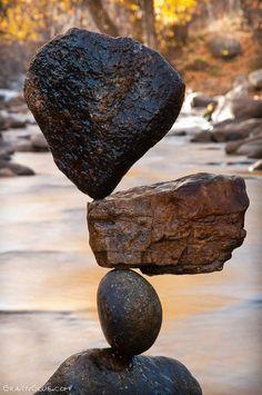 Rochers en équilibre par Michael Grab [video]