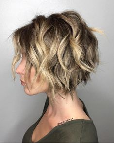 Short Wavy Bob, Short Hair Cuts, Wavy Bobs, Long Bobs, Hair Short Bobs, Short Choppy Layered Haircuts, Choppy Layers, Curly Bob, Chunky Blonde Highlights