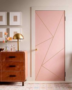 How to paint an interior door - practical tips and over 100 inspiring ideas The big trends in interior design have already been unveiled. On the program: the colorful entrance doors that are true decorative elements. Home Decor Home Decor Furniture, Home Decor Bedroom, Door Design Interior, Inside Doors, Painted Doors, Home Decor Inspiration, House Design, Entrance Doors, Biba Magazine