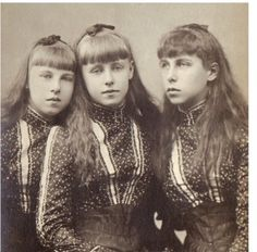 The three eldest daughters of Duke Alfred of Edinburgh and Duchess Marie Alexandrovna of Russia. Princess Alexandra ( future princess of hohenlohe-langenburg) , Marie (future Queen of Romania) and Victoria Melita ( first marriage to Ernie of Hesse. Queen Victoria Family, Queen Victoria Prince Albert, Victoria And Albert, Princess Victoria, Princess Alexandra, Princess Beatrice, Princess Alice, Prince And Princess, Adele