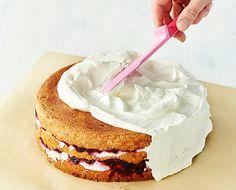 Levita_kermavaahto_pohjaan Vanilla Cake, Goodies, Yummy Food, Desserts, Food Ideas, Frock Coat, Sweet Like Candy, Treats, Deserts