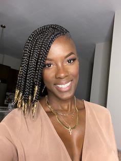 Box Braids Shaved Sides, Short Box Braids, Bob Braids, Short Hair, Shaved Side Hairstyles, Faux Locs Hairstyles, Unique Braids, Braids With Beads, Braids For Black Hair